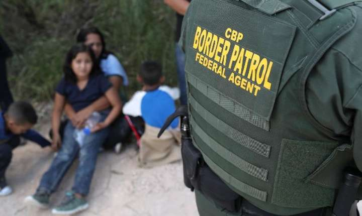 Migranti din America centrala arestati pe 12 iunie 2018 în apropiere de McAllen în Texas.