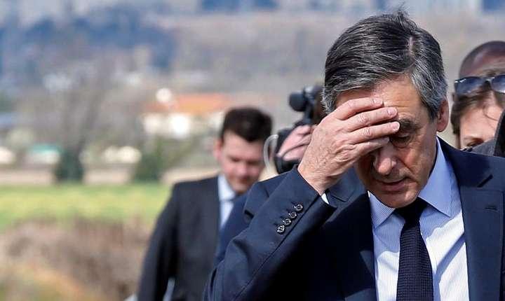 """François Fillon, candidatul dreptei la prezidentiale, a primit """"cadou"""" costume si haine în valoare de peste 48.000 de euro"""