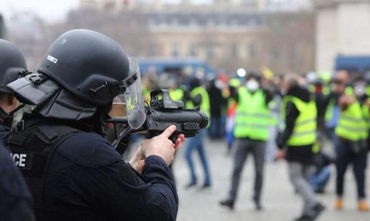 Consiliul de stat a validat folosirea flashball-urilor în timpul manifestatiilor, în ciuda numerosilor ràniti înregistrati în ultima vreme