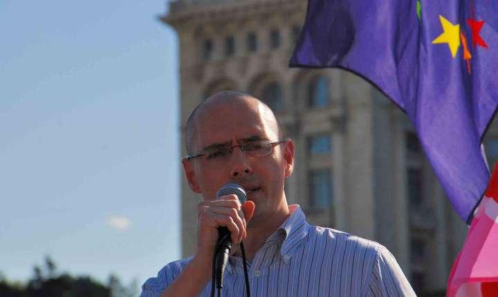 Florin Buhuceanu: Există multe familii în afara căsătoriei şi ele trebuie să beneficieze de protecţia Constituţiei