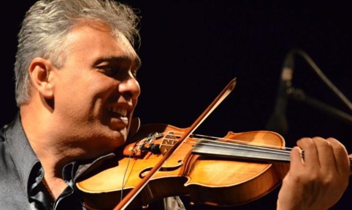 Florin Niculescu, unul dintre cei mai virtuosi violonisti de jazz manouche din lume, serbeazà 25 de ani de carierà în Franta