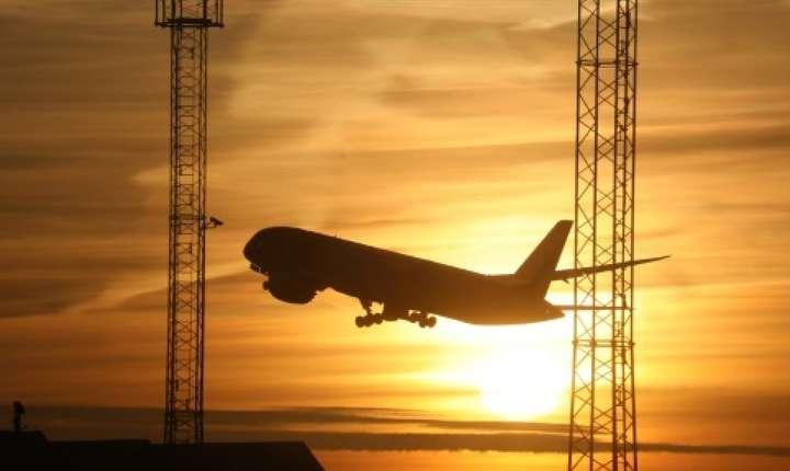 Pentru acelaşi traseu un avion emite de 15 ori mai multe gaze poluante decît trenul
