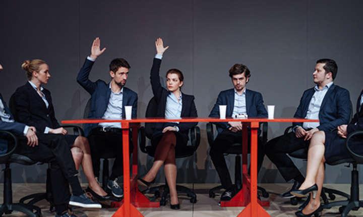 """Scenă din spectacolul """"Antisocial"""" de Bogdan Georgescu"""