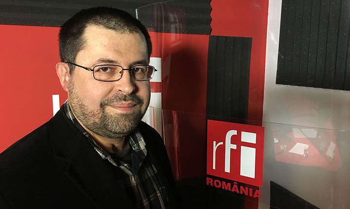 Mihai Grecea in studioul de inregistrari RFI Romania