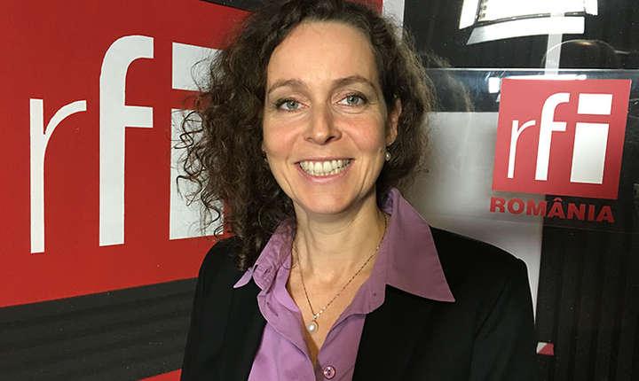 Valérie Ciolos-Villemin in studioul de inregistrari radio RFI Romania