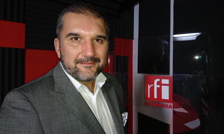 Mihai Stănescu in studioul de inregistrari RFI Romania