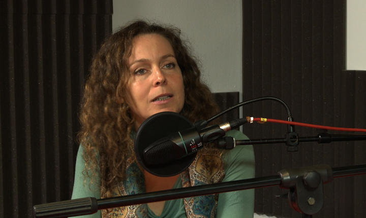 Yohanna Alba in studioul RFI Romania.