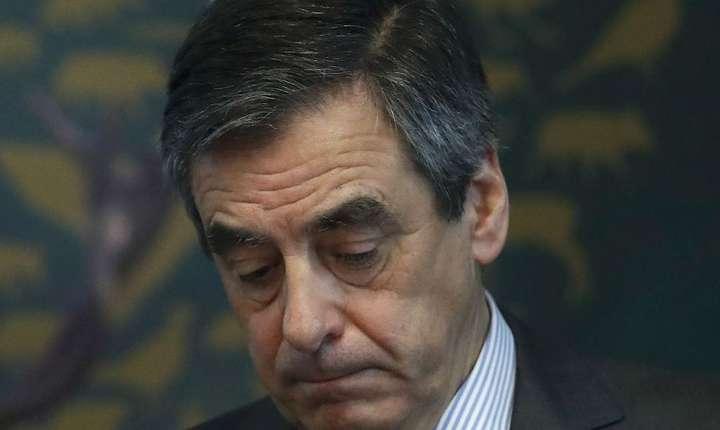 François Fillon este acuzat de implicare în tot mai multe afaceri, cu o luna inainte de alegerile generale