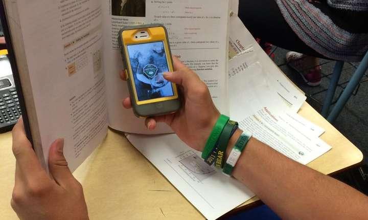 Franta interzice telefoanele mobile, tabletele si ceasurile conectate la internet, în scoli