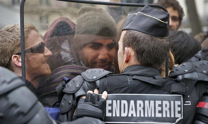 Proteste la Paris, în Place de la Republique (Foto: Reuters/Gonzalo Fuentes)