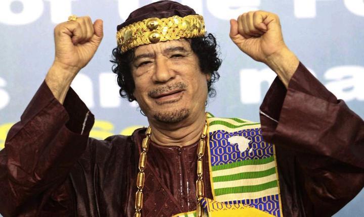 Muammar Gaddafi în 2010 la Tripoli în deschiderea forumului regilor, sultanilor, emirilor, seicilor si liderilor traditionali africani