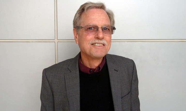Gary Jacobson,  profesor de științe politice la Universitatea Statului California - San Diego, este unul dintre cei mai reputați experți americani în materie de alegeri parlamentare.