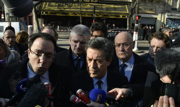 Georges Fenech, presedintele comisiei de anchetà parlamentarà privind atentatele de la Paris din 2015, în fata sàlii Bataclan pe 16 martie 2016