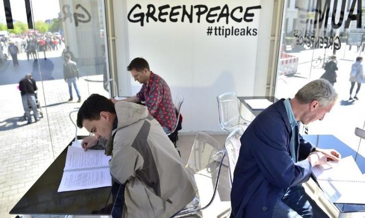 La Berlin, publicul este invitat pe 2 mai 2016 sà consulte documentele confidentiale publicate de Greenpeace privind viitorul acord de liber-schimb UE-SUA