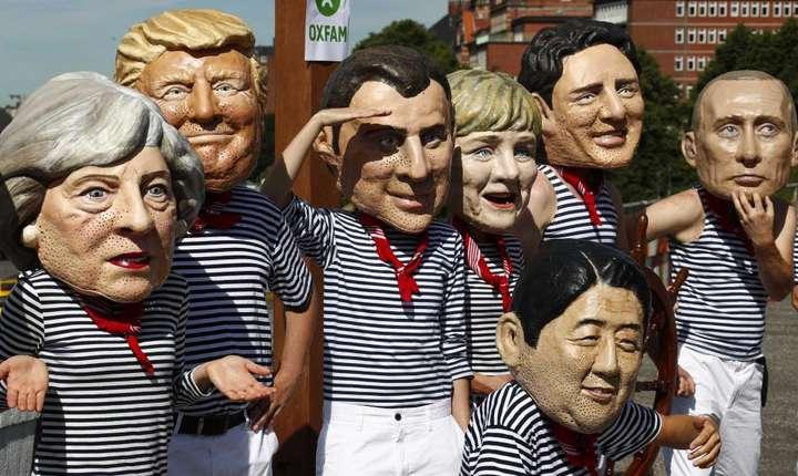Actvisti de la Oxfam deghizati în lideri G20 manifesteazà la Hamburg pe 6 iulie 2017
