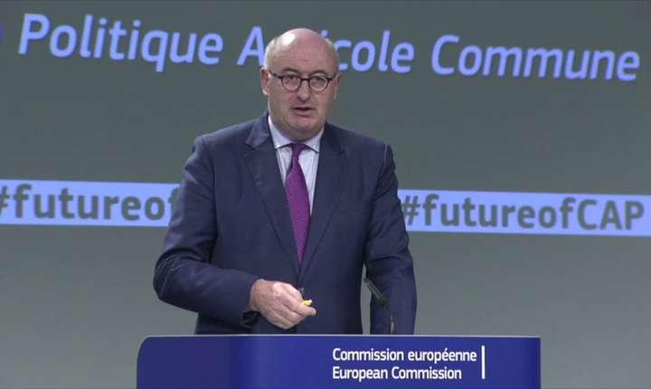 Comisia propune o plafonare a plăților directe, care să țină seama de forța de muncă