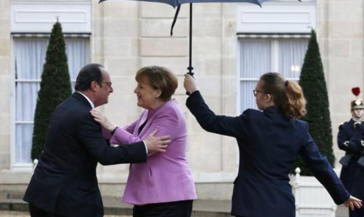 François Hollande, presedintele Frantei, o întâmpinà pe 4 martie la Palatul Elysée pe cancelara germanà Angela Merkel