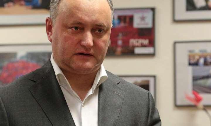 Traian Băsescu a anunțat că îl va acționa în judecată pe președintele Republicii Moldova