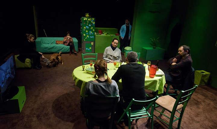 Ilegitim - fotografie din cadrul spectacolului de teatru