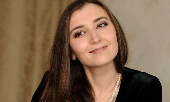 Pianista Ecaterina Baranov s-a nascut la Chisinau si locuieste de 10 ani în Franta