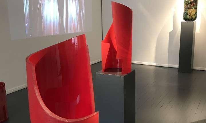 Lucrări de Ioan Nemţoi expuse la Institutul Cultural Român de la Paris.