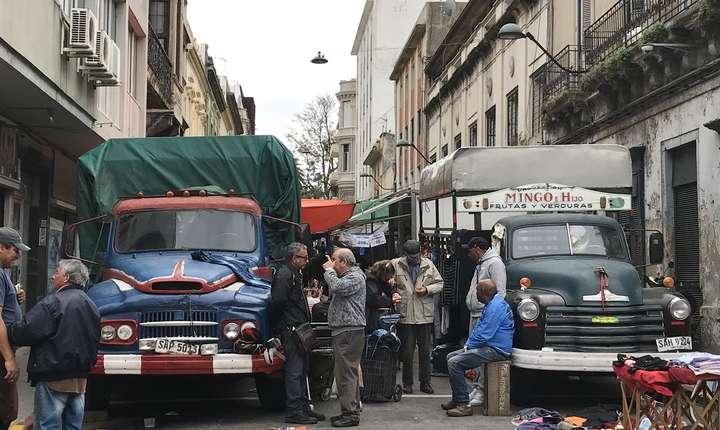 Piaţă în cartierul portuar de la Montevideo