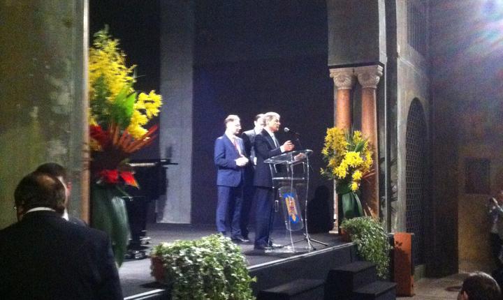 Dacian Ciolos, premierul României, în Sala Bizantinà a ambasadei din Paris, la întâlnirea cu diaspora
