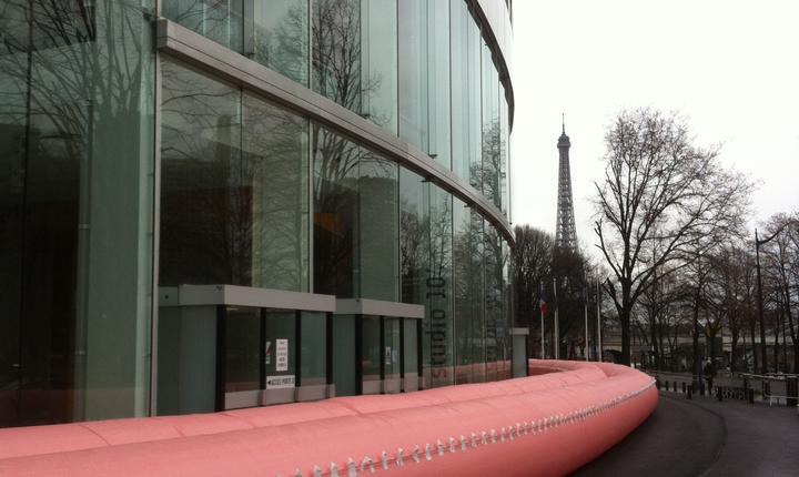 """Casa Radio din Paris """"pusà la adàpost"""" de un urias colac în caz de inundatii"""