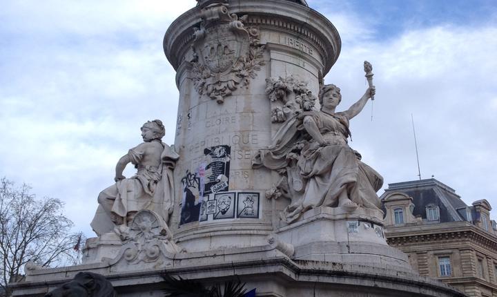 Ultim omagiu în Place de République în memoria victimelor atentatelor de la Paris din 2015