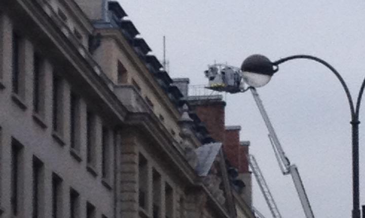 Pompierii intervin ca sà stingà incendiul de hotelul Ritz