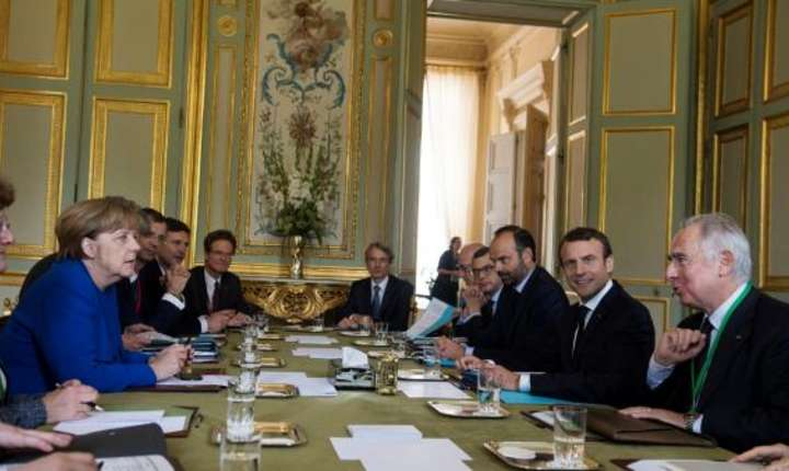 Cancelarul Angela Merkel si presedintele Emmanuel Macron la Elysée, 13 iulie 2017, în timpul consiliului de ministri franco-german