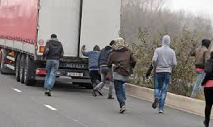 Imigrantii au fortat din nou tranzitul prin tunelul Canalului Manecii