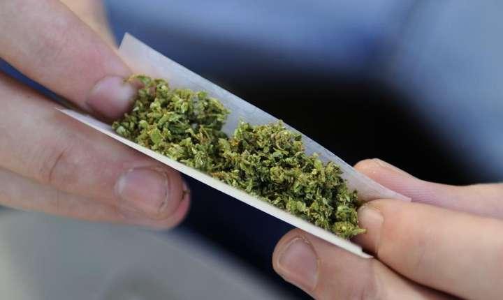 In Franta, un tanar din doi recunoaste ca a fumat o tigara cu cannabis