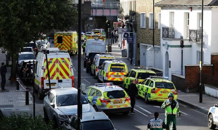 Forţe de ordine, la locul incidentului terorist de la metroul londonez, 15 septembrie 2017 (Foto: Reuters/Kevin Coombs)