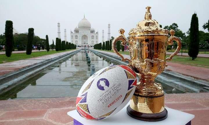 Trofeul William Webb Ellis - Cupa Mondială la rugby - la Taj Mahal