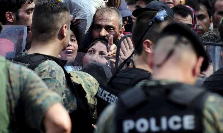 Migranţi, la graniţa dintre Grecia şi Macedonia (Foto: Reuters/Ognen Teofilovski)