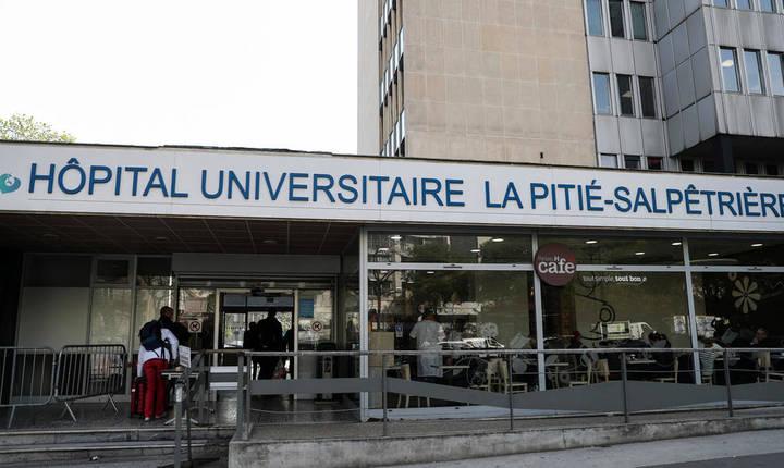Intrarea în Spitalul Pitié-Salpêtrière, Paris.