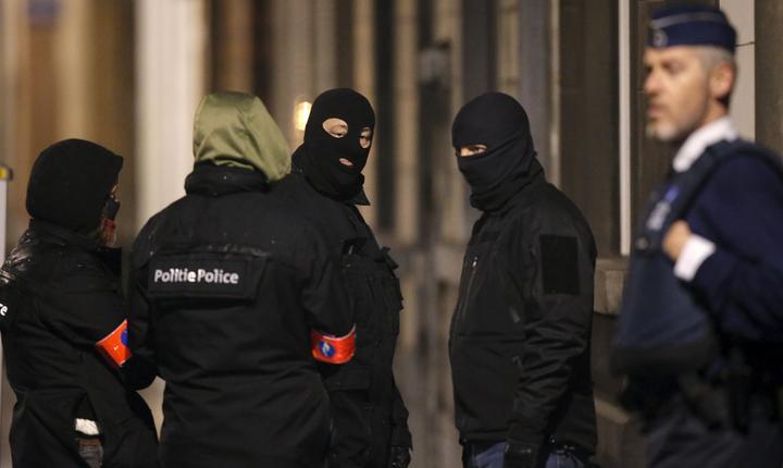 Poliţie, la Bruxelles (Foto: Reuters/Christian Hartmann)