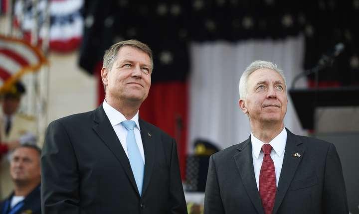 Președintele României, Klaus Iohannis, și ambasadorul SUA în România, Hans Klemm