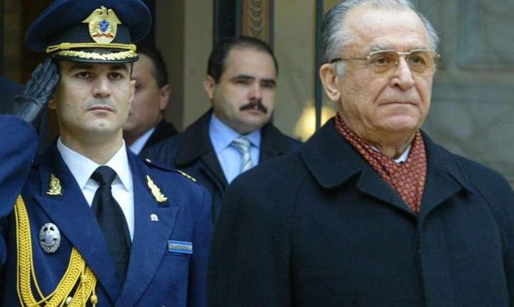 Ion Iliescu, aici în 2004 (Foto: AFP/Daniel Mihăilescu)