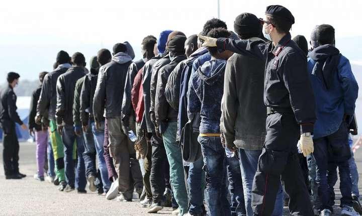 Imigranti pe coastele siciliene în ianuarie 2015