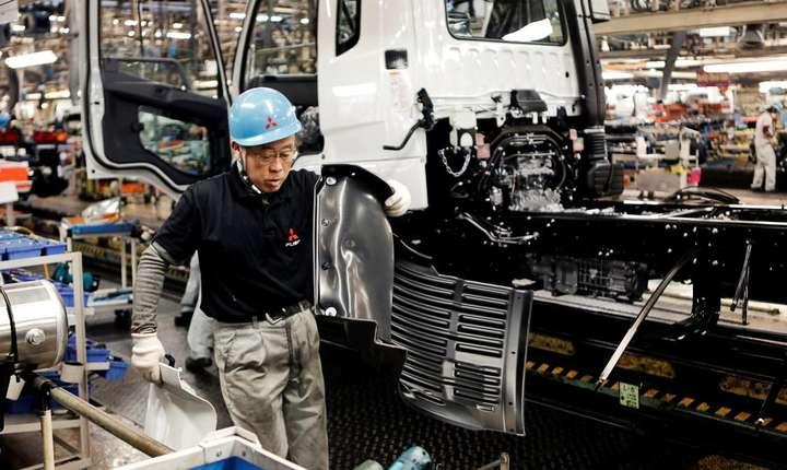 Intr-un sfert din întreprinderile japoneze, angajatii lucrazà mai mult de 80 de ore suplimentare pe lunà