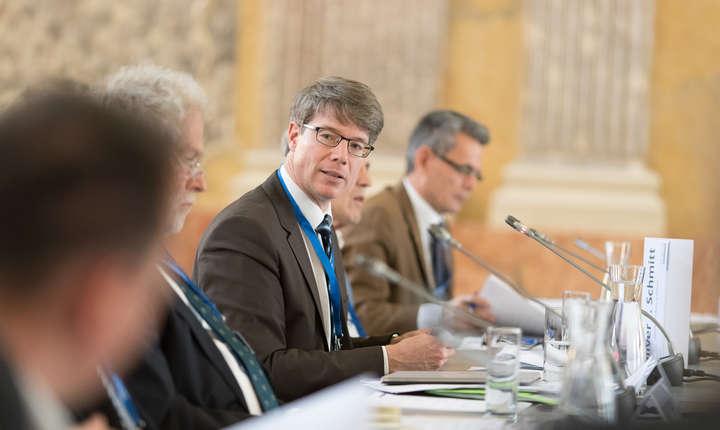 Oliver Jens Schmitt este profesor de istorie sud-est-europeană la Universitatea din Viena