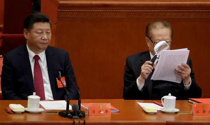 Jian Zemin - fostul lider al Partidului Comunist Chinez nu a avut onoarea de a i se înscrie gandirea in carta PCC. Este în sa cazul lui Xi Jinping. Beijing, 24 octombrie 2017.