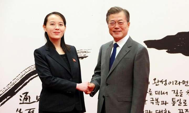 Presedintele sud coreean Moon Jae-in o salutà pe Kim Yo-jong, sora liderului nord coreean Kim Jong-un