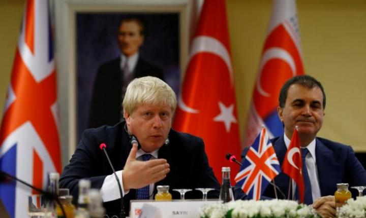 Boris Johnson și Omer Celik