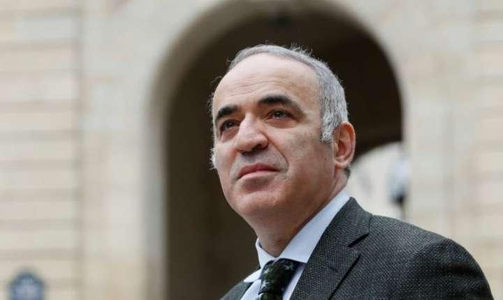 Garry Kasparov la Paris în martie 2017