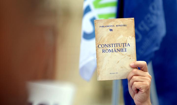 Modificarea Constituţiei bate pasul pe loc.