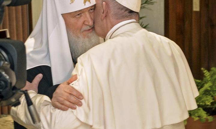 Intâlnirea istoricà din februarie de pe aeroportul din Havana dintre Patriarul rus Kiril si Papa Francisc