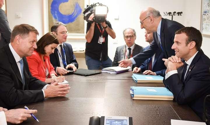 Președintele Franței, Emmanuel Macron, a discutat jumătate de oră, la Bruxelles, cu omologul său român, Klaus Iohannis